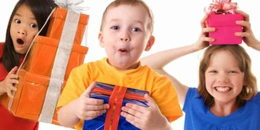 Почему моему ребенку не дарят подарки 182