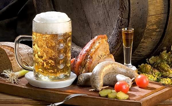Вкусно - пиво с белыми сосиками