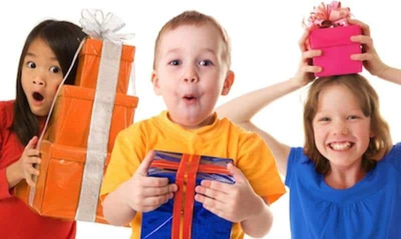 Детям подарить подарки