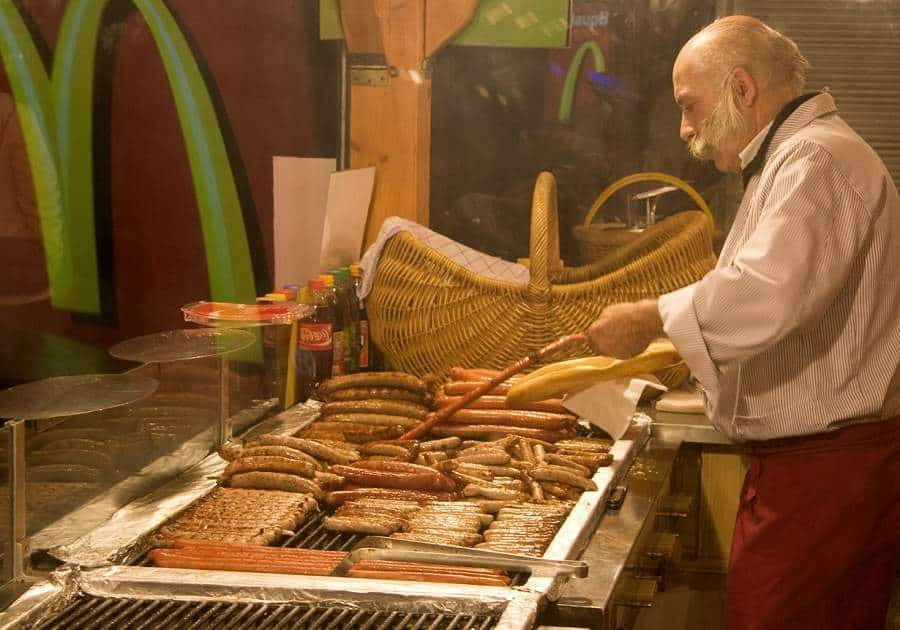 Немецкие колбаски на гриле
