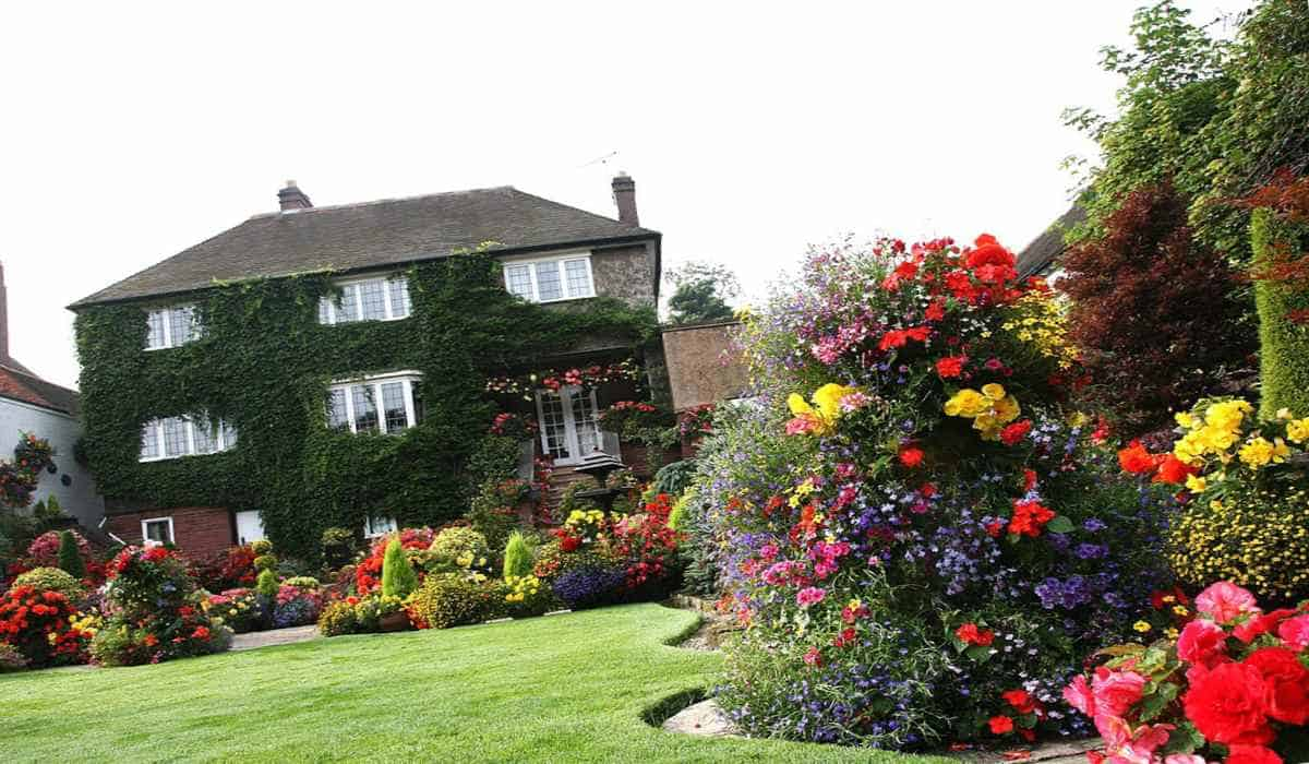 Красивый дом с садом по фен-шуй