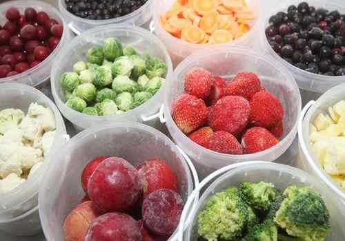 Морозим на зиму фрукты в пластиковых баночках