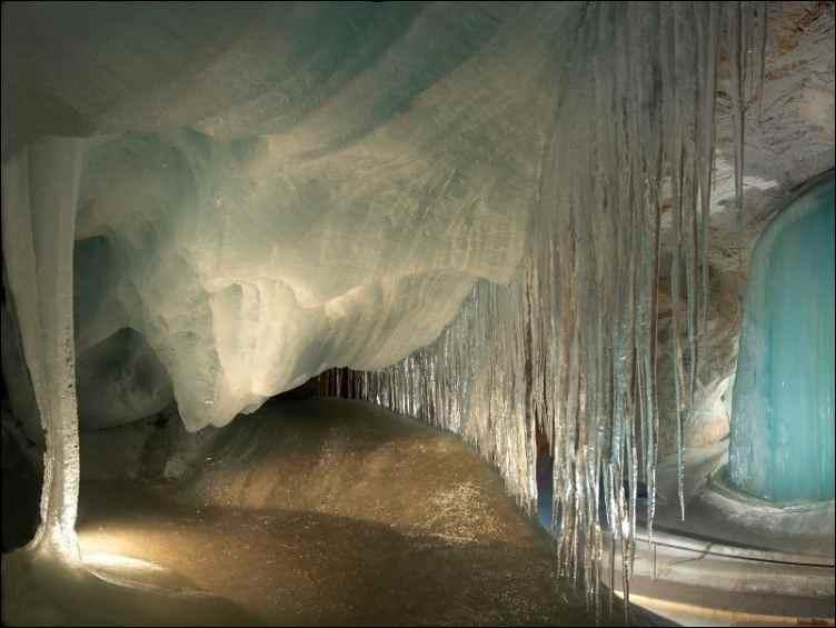 Ледяная пещера Альпы