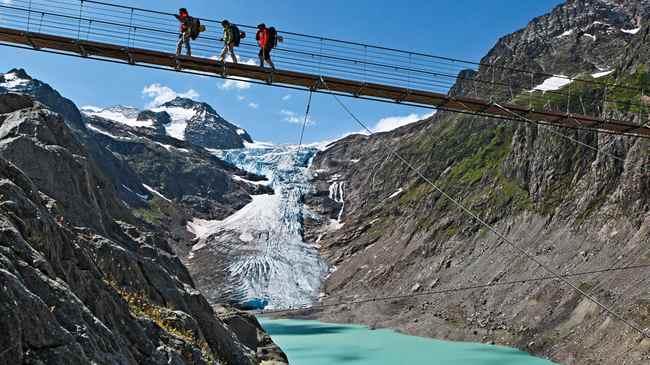 Мост через ледник Trift в Швейцарии