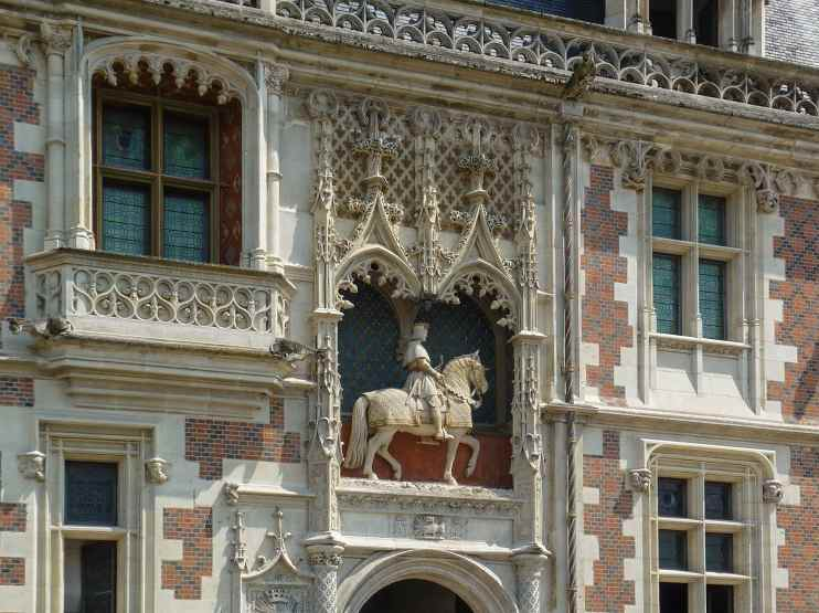 Замок Блуа, Людовик на коне