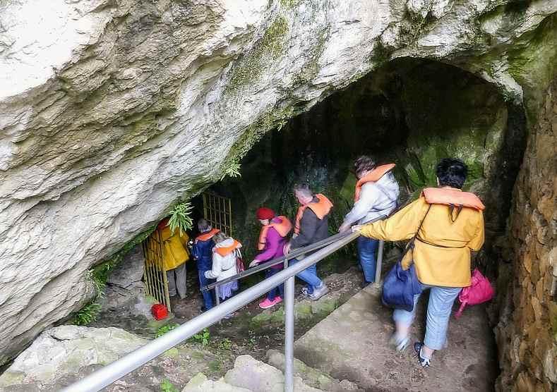 Карстовая пещера каньона Матка, вход.