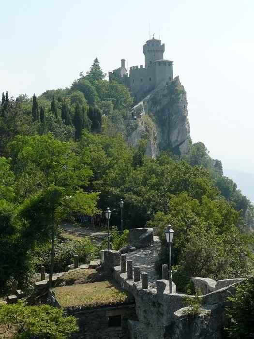 Крепости на скалах Monte Titano