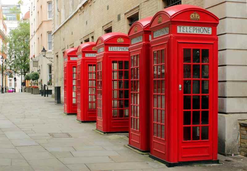 В Британии телефонные будки красного цвета