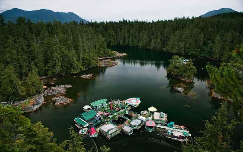 Озеро, остров Ванкувер
