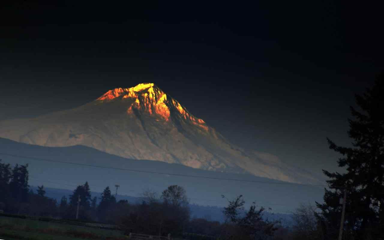 Солнце на вершине горы