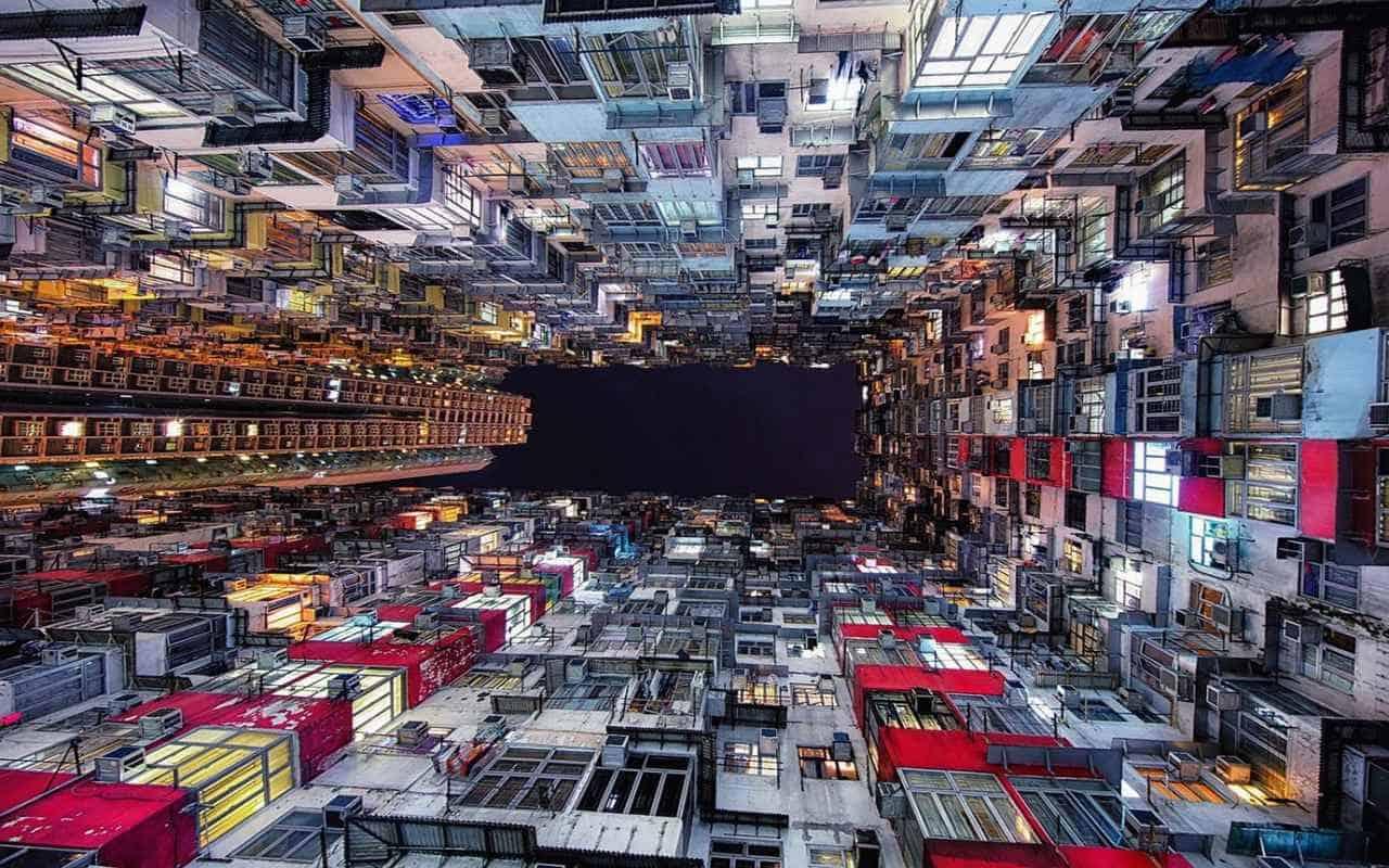 Квартал-клетка среди небоскребов