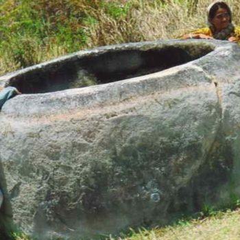Загадочные каменные статуи Индонезии