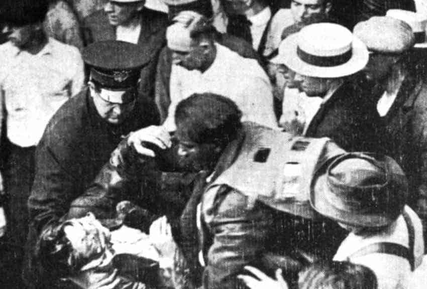 Морган спасает более 20 человек - фото из газет