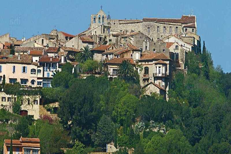 Ле-Кастелла - интересный, хоть и небольшой городок