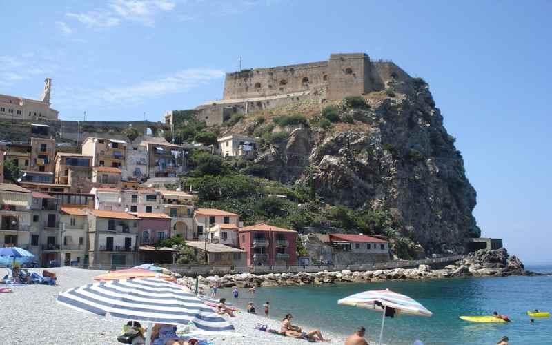 Реджо-ди-Калабрия, замок Руффо в 20 км от города
