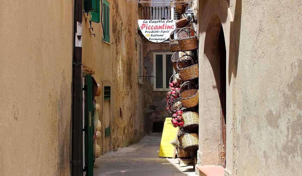 Улочки Тропея, Калабрия, Италия