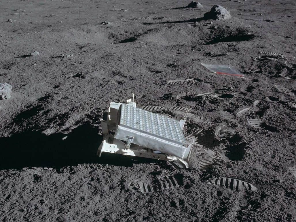 На луне скапливается мусор