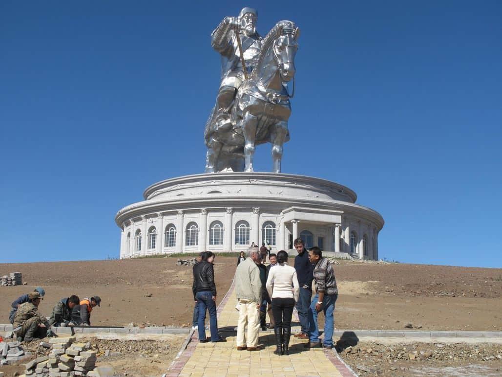 Памятник Чингисхану в Монголии
