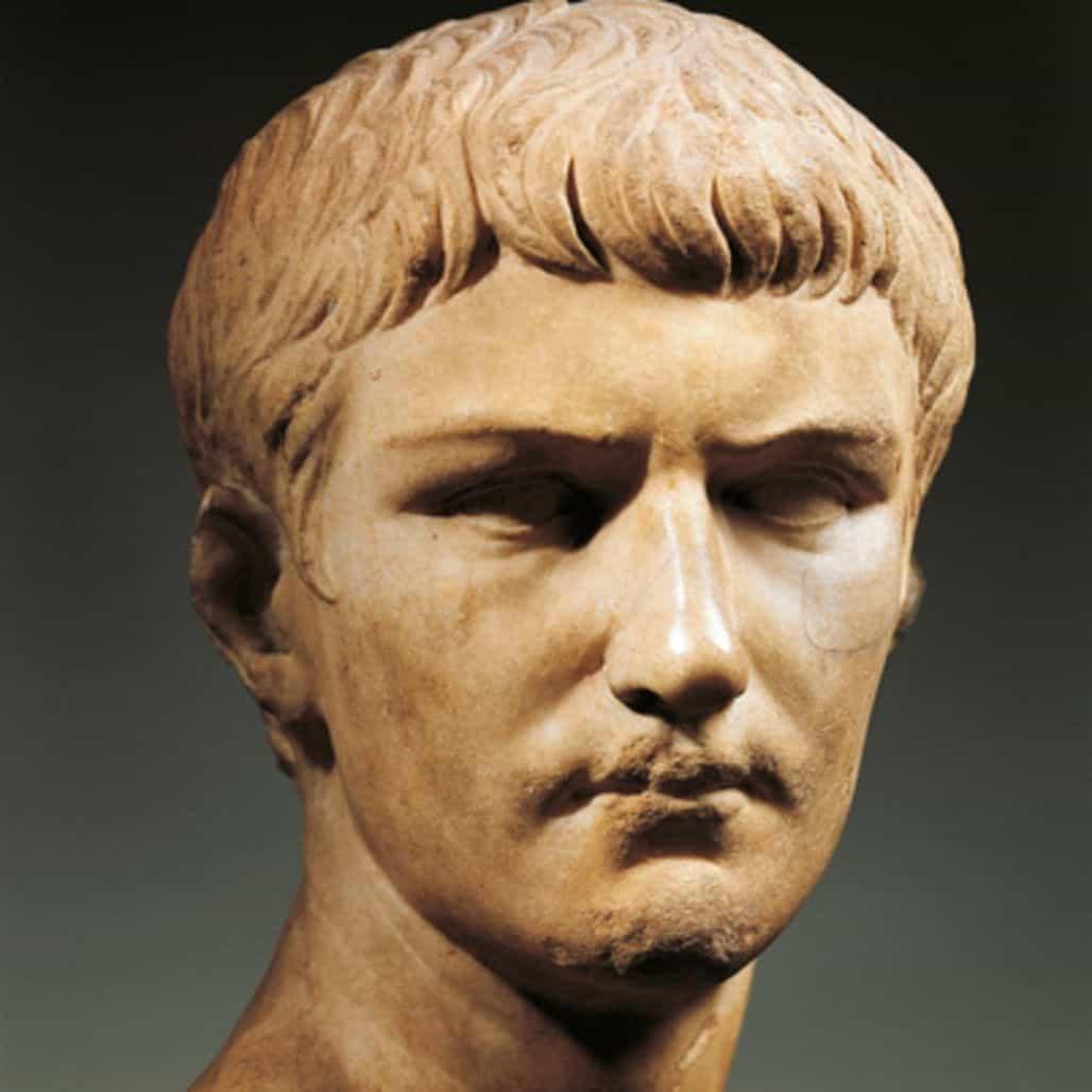 Фото скульптуры Калигулы