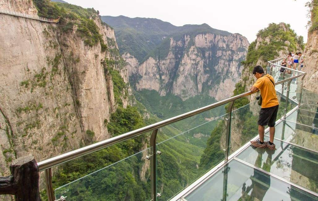 Стеклянная тропа в горах Юньтайшань