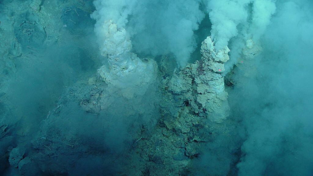 Гидротермальные источники на дне океана