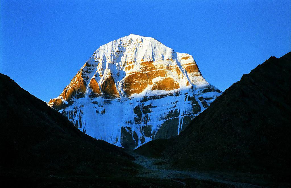Гора Кайлас на закате