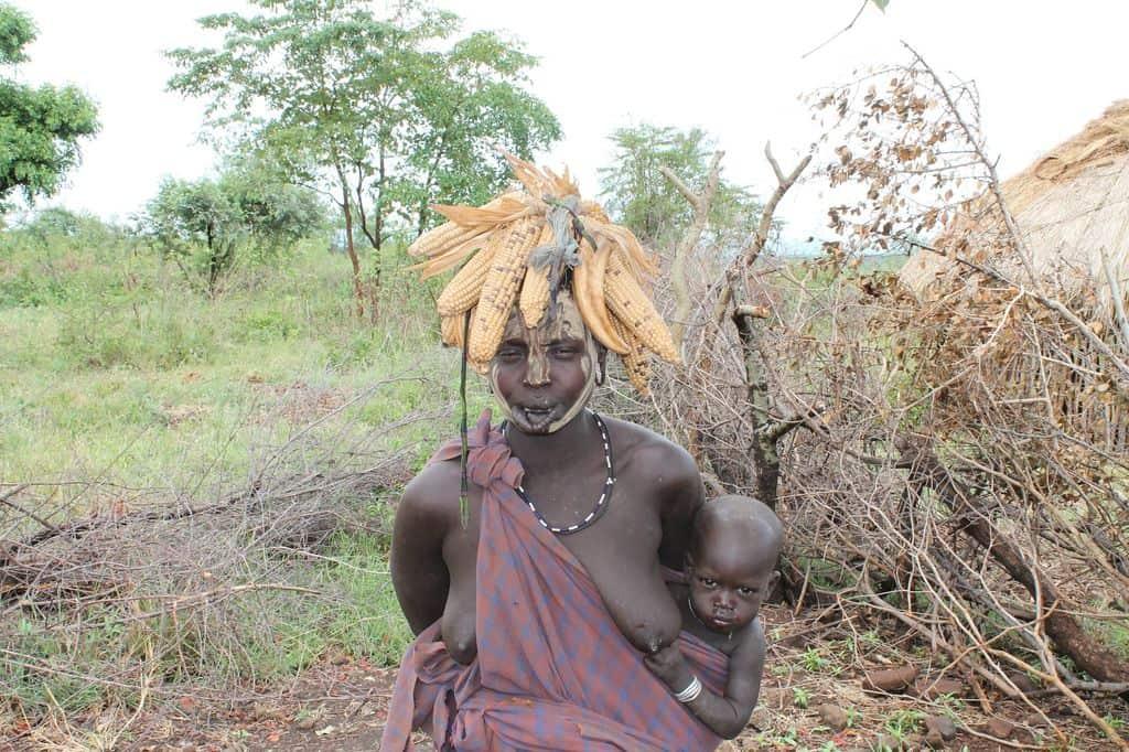 Африканская женщина с младенцем