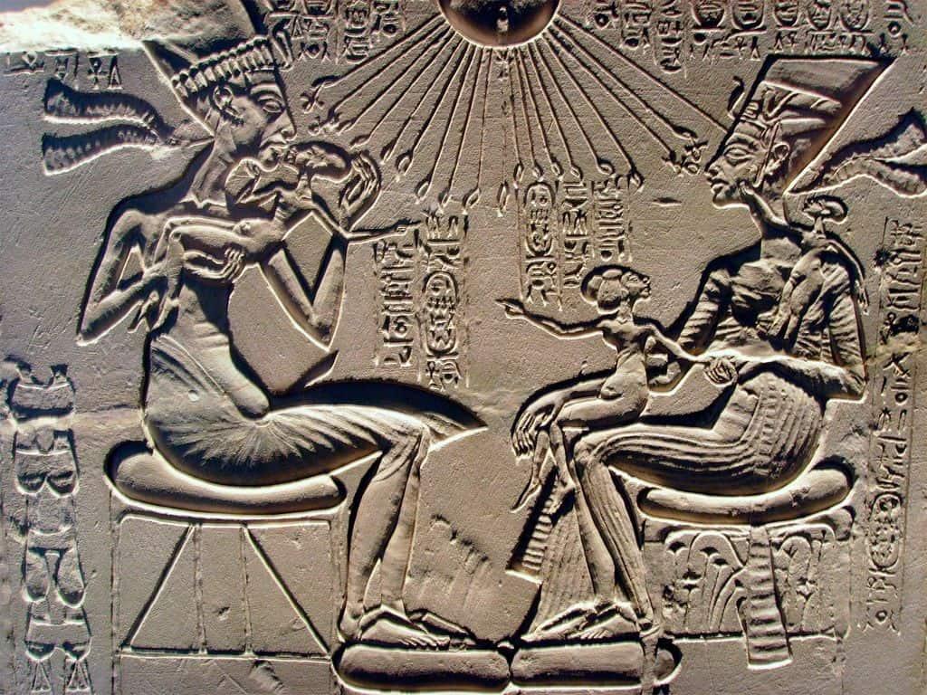 Эхнатон, Нефертити и их дети