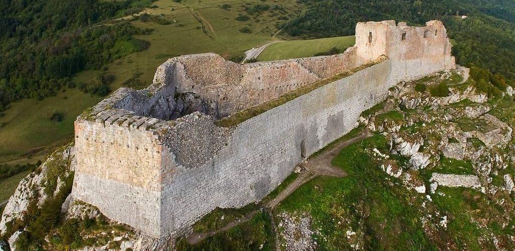 Замок Монсегюра в Лангедоке