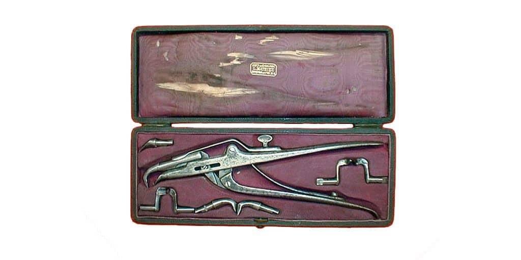 Набор стоматологических инструментов из коллекции Петра I