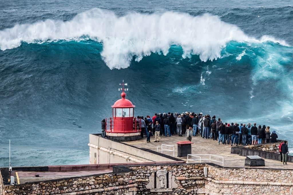 Гигантская волна, зафиксированная в Португалии