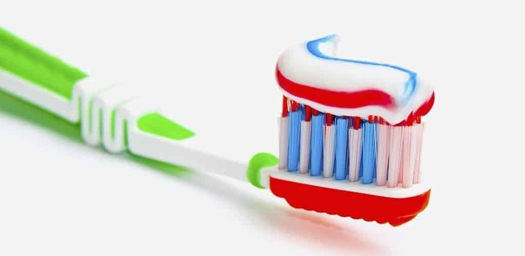 Трехцветная зубная паста