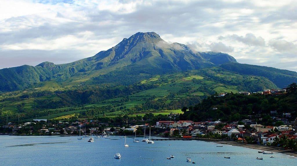 Вулкан Мон-Пеле на острове Мартиника