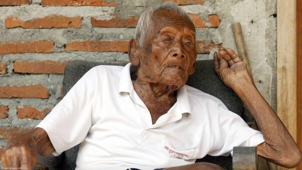 Индонезийский долгожитель Мбах Гото