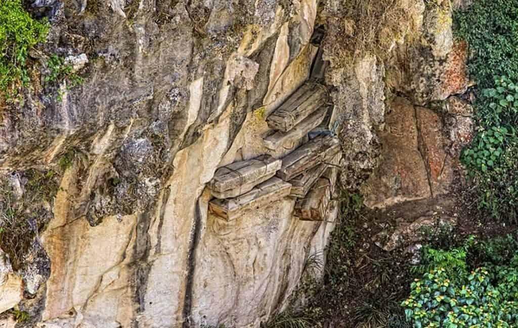 Похороны в бревне на филиппинском острове Лусон