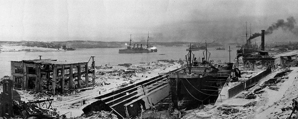 Взрыв и пожар на судне «Галифакс»