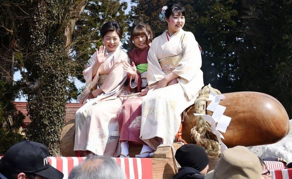 Японский праздник Канамара Мацури