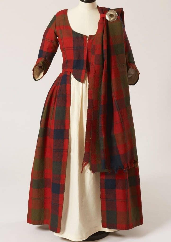 Женская шотландская национальная одежда