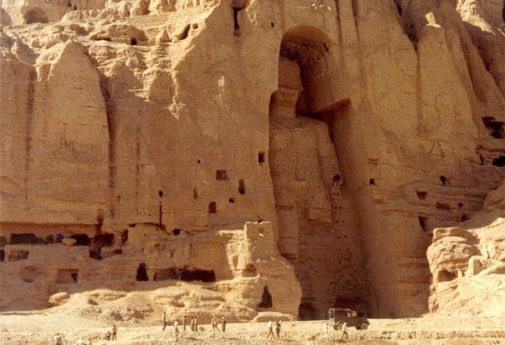 Гигантские каменные изваяния в Бамиане