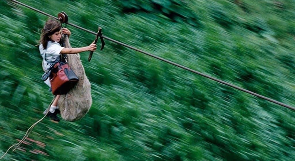 Канатная дорога в школу в джунглях Колумбии