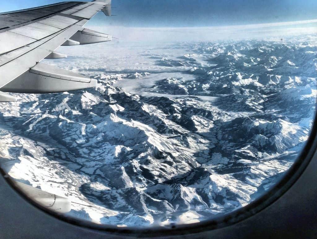 Иллюминатор в самолете
