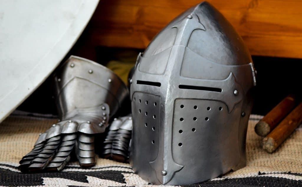 Шлем рыцаря средних веков