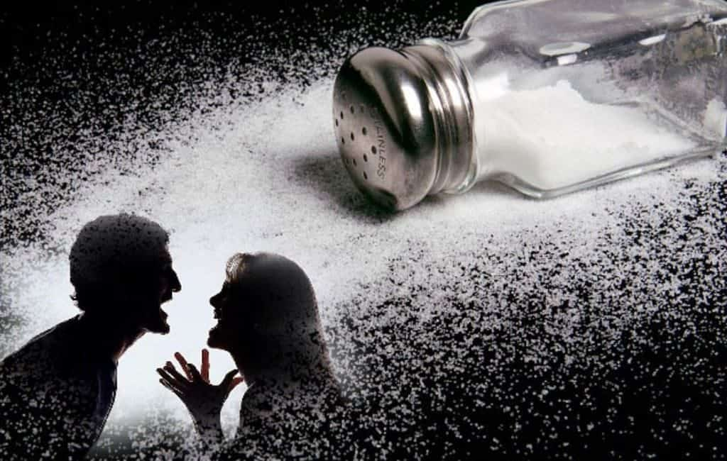 Просыпанная соль к ссоре