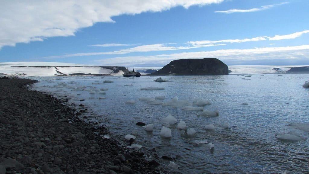 Таяния льдов в Арктике