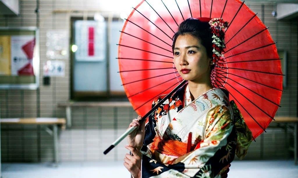 Японская девушка в кимоно