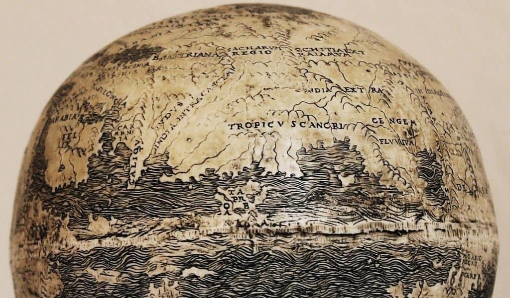 Глобус на страусином яйце