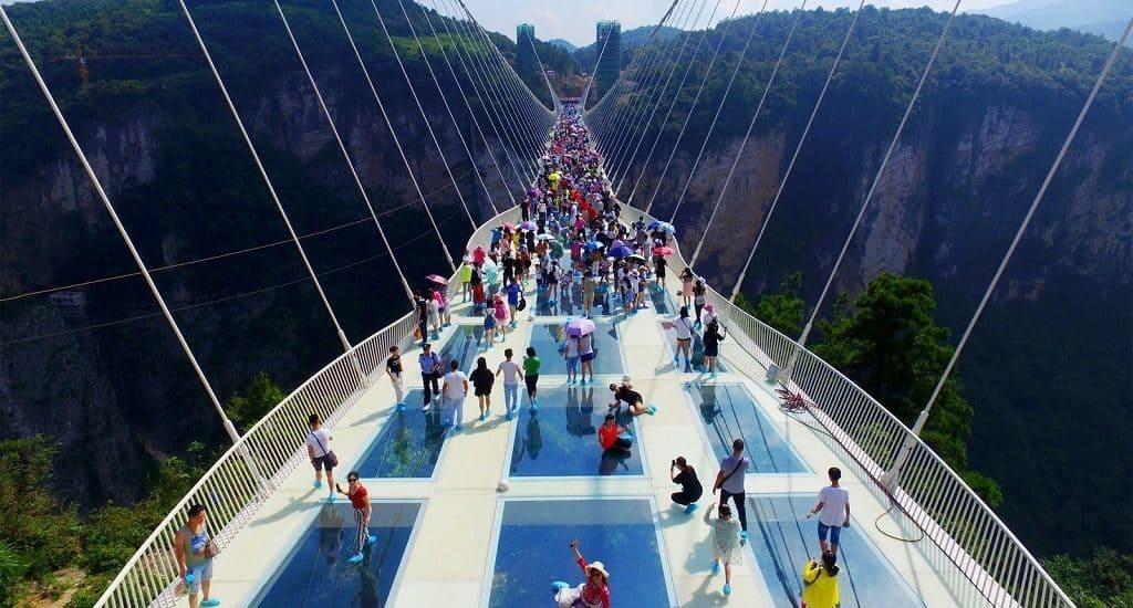 Правила поведения на стеклянном мосту