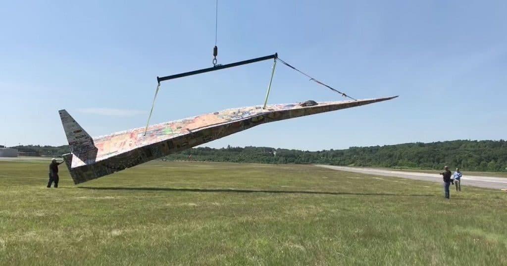 самый большой бумажный самолет