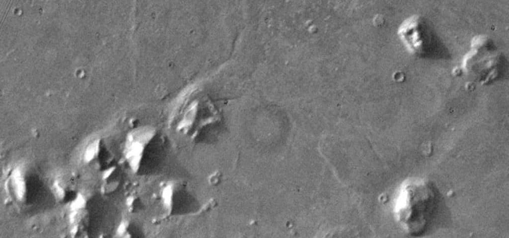 Сфинкс и пирамиды на Марсе