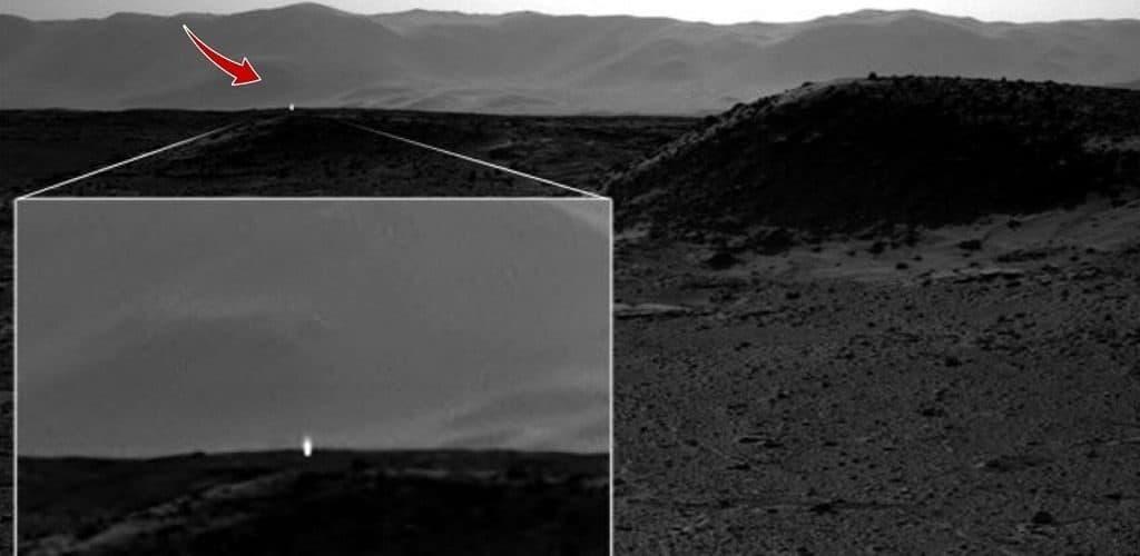 Марс: светящийся столб